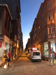 Kadikoy'un denize cikan sokaklari. (2017)