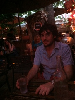 Agustos 2011, Surf Bar